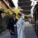 京都らしい八坂の塔をバックに前撮り